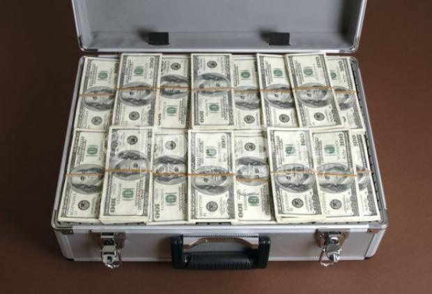 подарок деньгами в кейсе